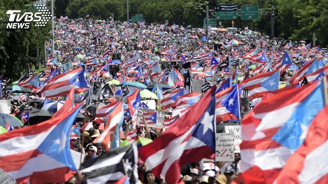 圖/達志影像美聯社 波多黎各警方動用催淚瓦斯 驅離數千示威群眾