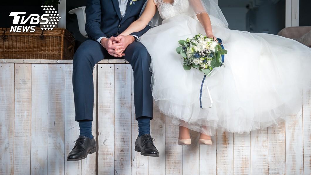 身邊親友結婚,一般人都會予以祝福。(示意圖/TVBS) 友丟紅色炸彈給他…和前夫結第2次婚 網怒:騙紅包錢