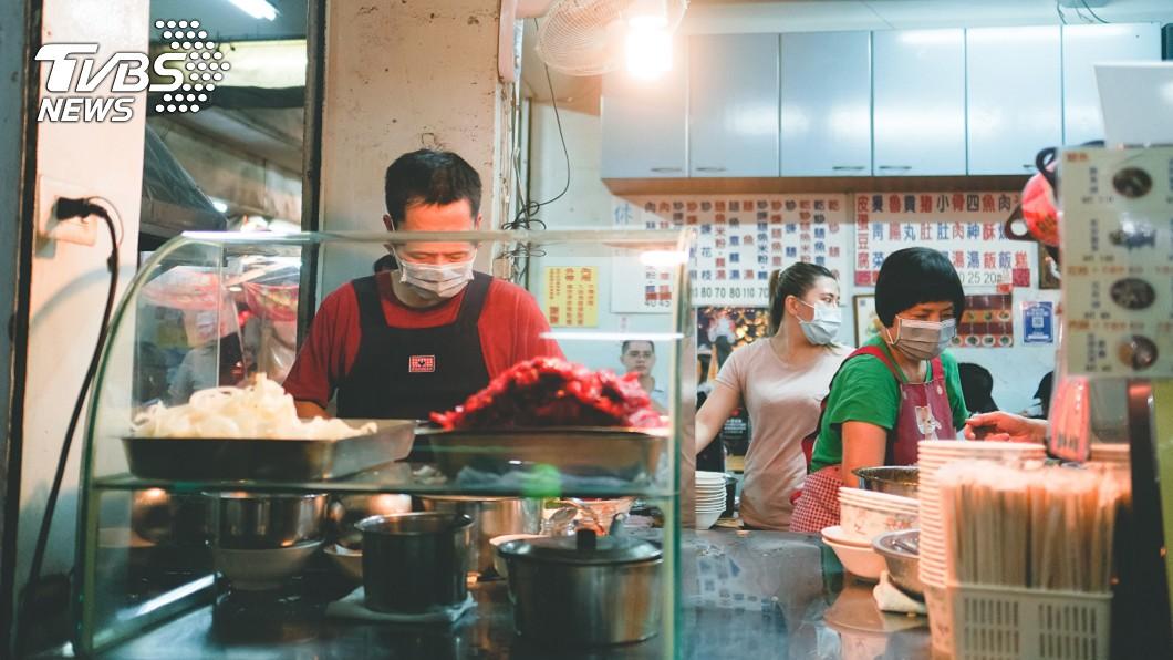 圖/TVBS示意圖,非當事人、非該店家 他獨自去台南「失控點菜」 照片曝光網傻眼:在普渡?