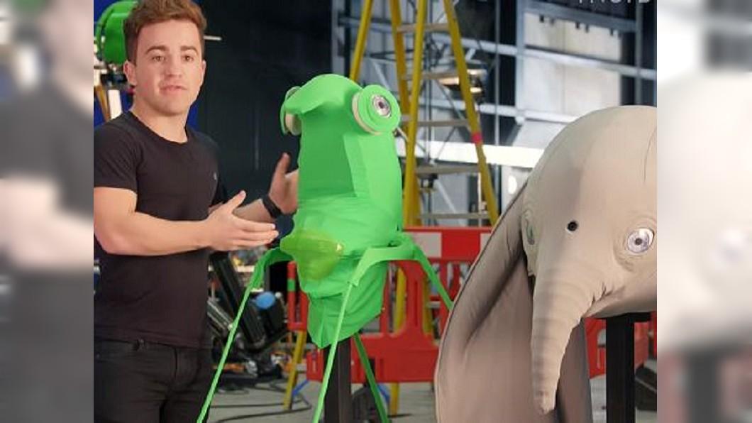 圖/翻攝自 INSIDER YouTube 詮釋淘氣活潑的小飛象 生物表演者成幕後功臣