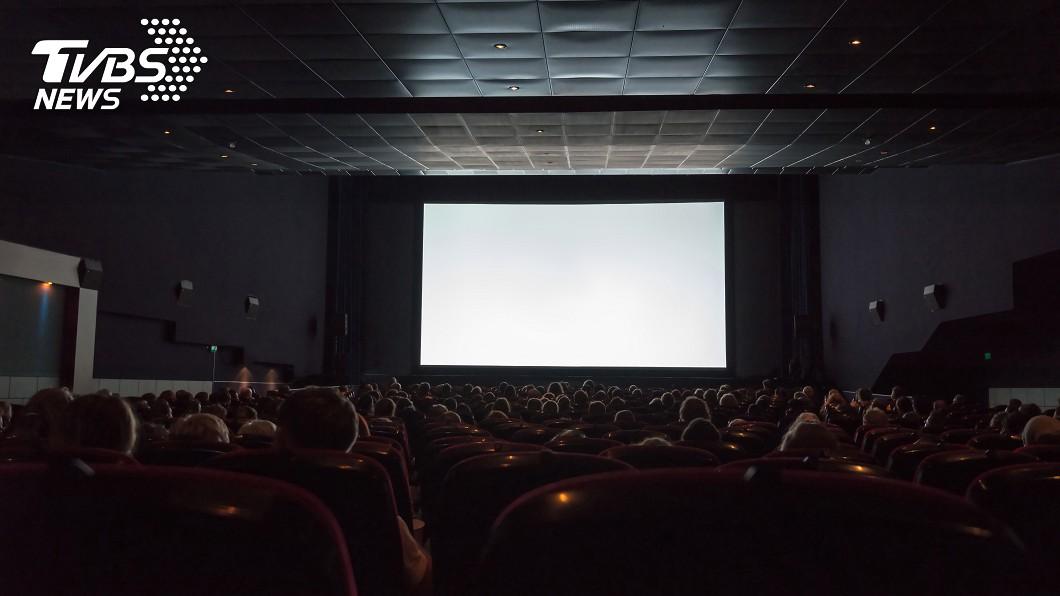 示意圖/TVBS 妹仔打卡「一個人看電影」 下秒劇情神展開