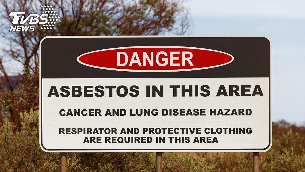 威特努姆設置許多警告標語。圖/達志影像美聯社 荒廢鬼鎮成打卡熱點 「空氣會殺人」官員:千萬不要去
