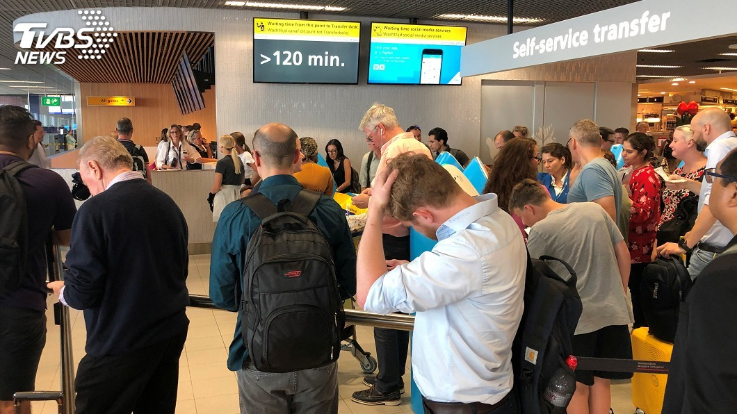 圖/達志影像路透社 加油問題延誤上百航班 數千人困阿姆斯特丹機場