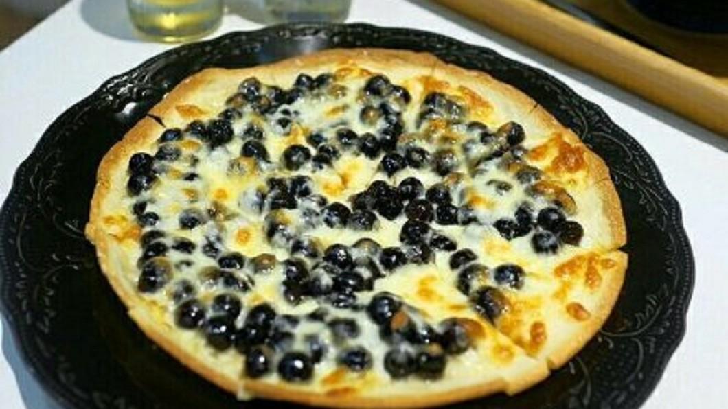 珍珠奶茶披薩。圖/翻攝自微博