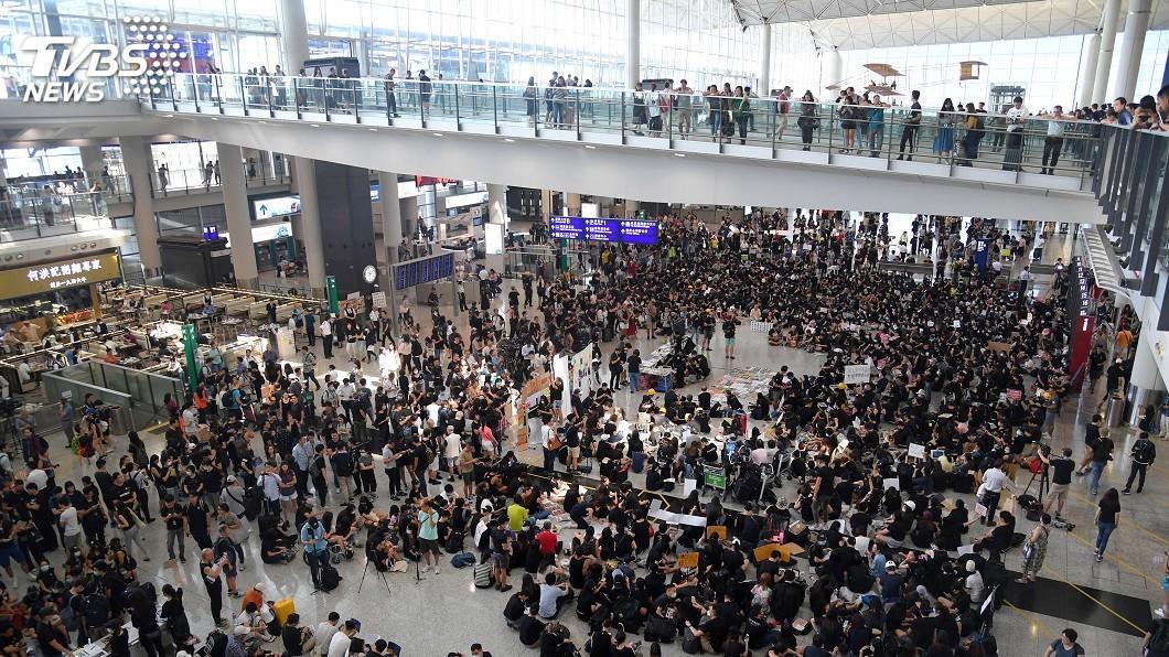 圖/中央社 香港機場反送中集會 籲撤回修訂逃犯條例