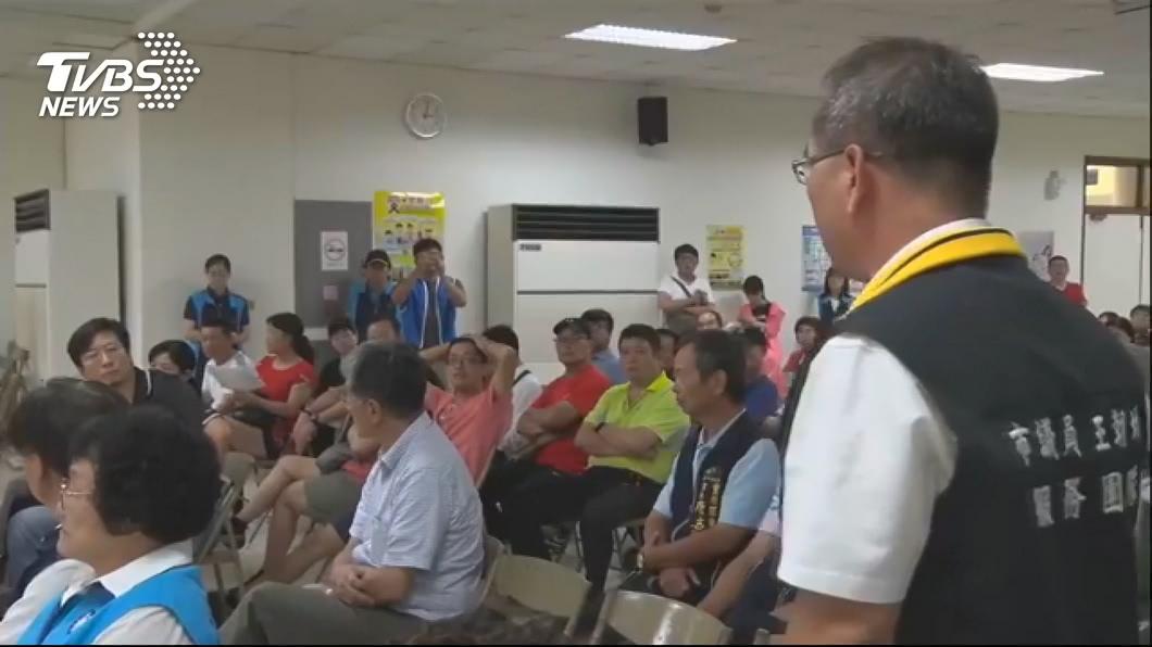 圖/TVBS 東豐快二階環評公聽會 爆對罵、踢桌衝突
