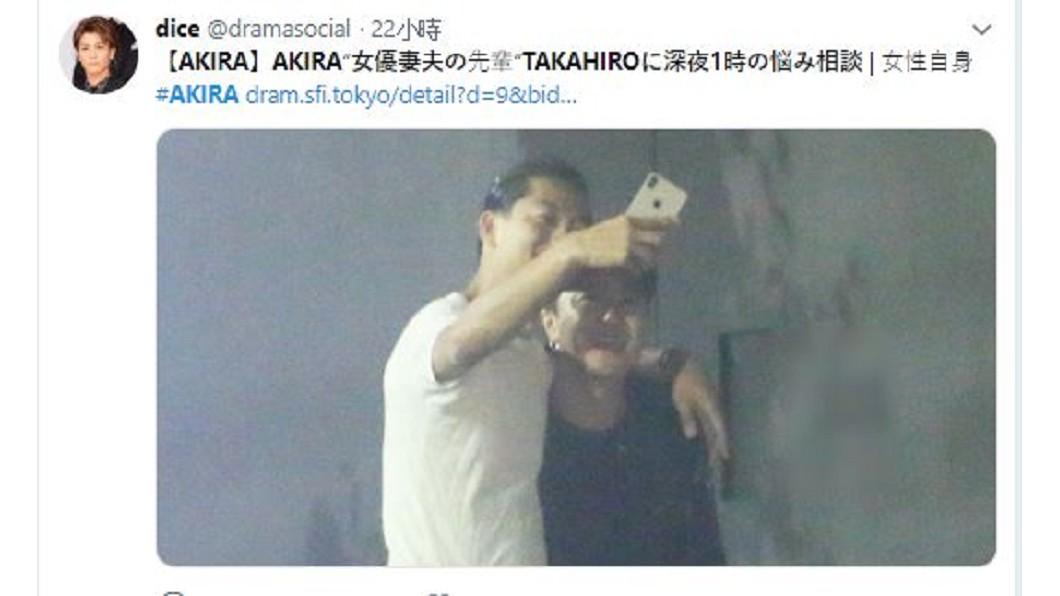Akira日前被日媒拍到深夜與隊友TAKAHIRO喝酒談心。圖/翻攝自 dramasocial  推特