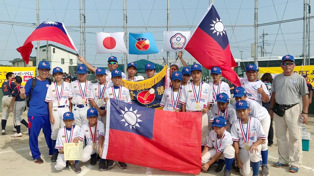 圖/學生棒球聯盟提供 世界軟式少棒江承恩再見安 中華拿隊史第12冠