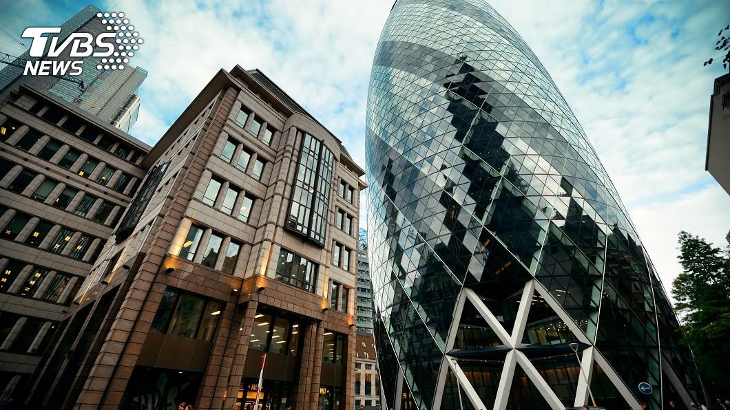 知名的瑞士再保險塔,就使用電控玻璃當作玻璃帷幕。圖/TVBS
