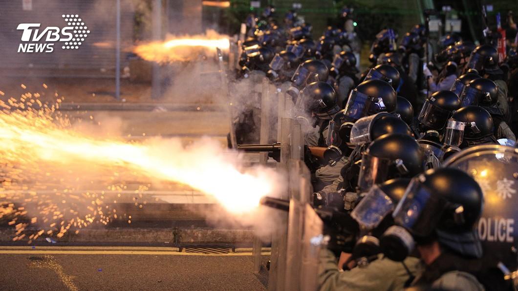 圖/達志影像美聯社 路面測試 港媒:防爆水車準備八月上街