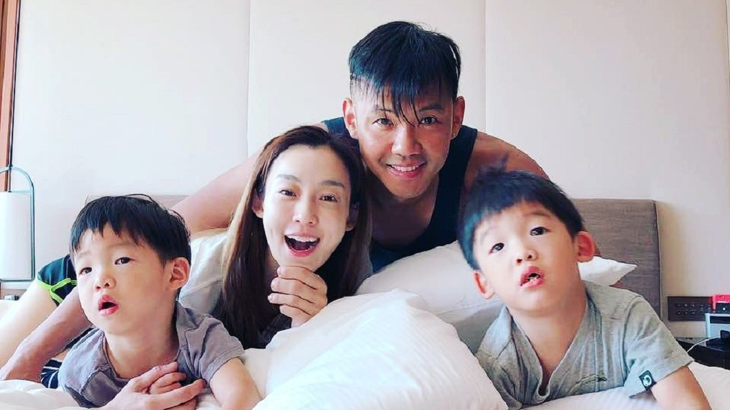 范瑋琪一家四口生活幸福美滿。圖/翻攝自范瑋琪臉書 「爸爸叫什麼?」飛飛秒答2個字 黑人尷尬:我們不親