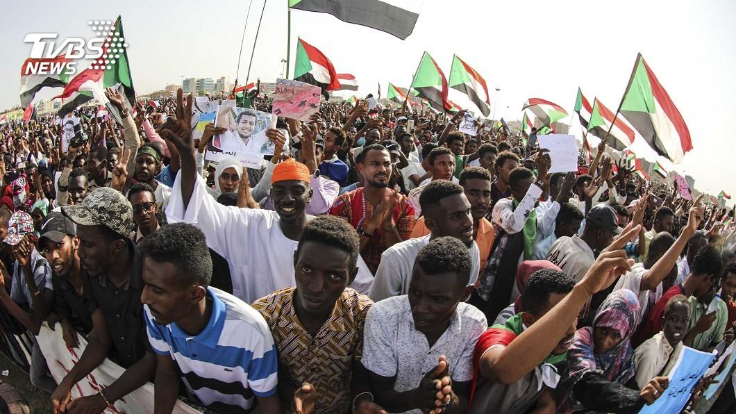 圖/達志影像美聯社 蘇丹過渡政府血腥鎮壓 當街射殺5國中生