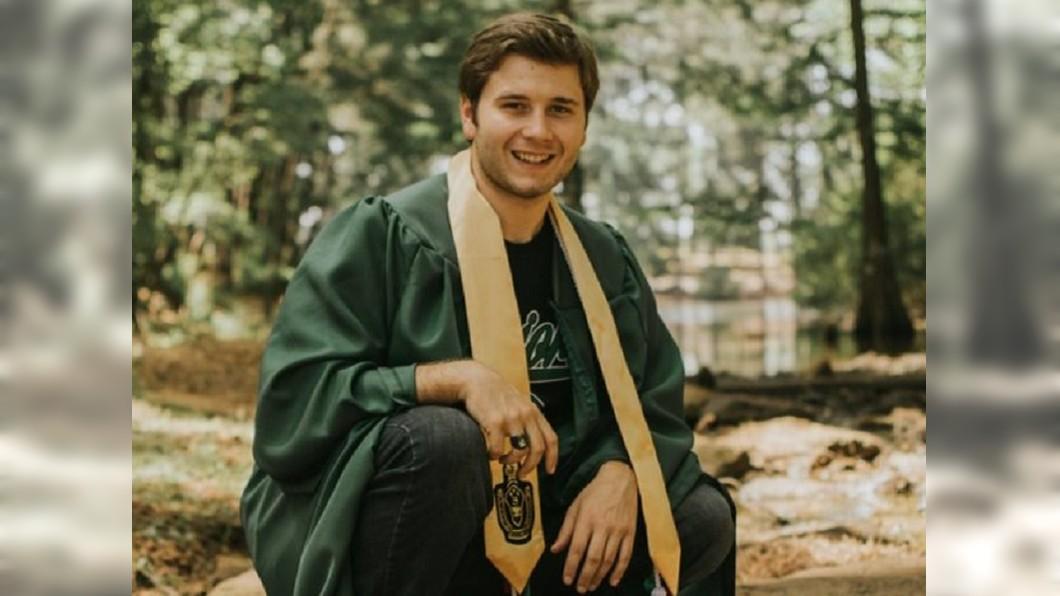 克羅托(Michael Croteau)罹患罕見的癌症「假神經源性血管内皮瘤」。圖/翻攝Michael Croteau臉書 21歲男皮膚冒小紅腫 竟是「死神的記號」無藥醫!