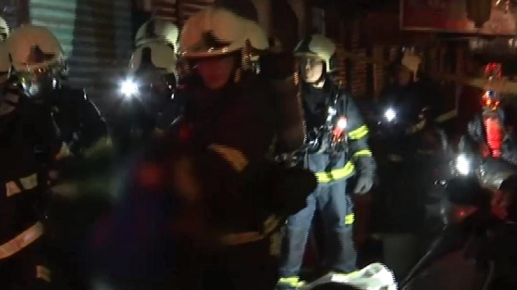 圖/TVBS 內湖民宅凌晨火警 母子遭嗆傷送醫不治