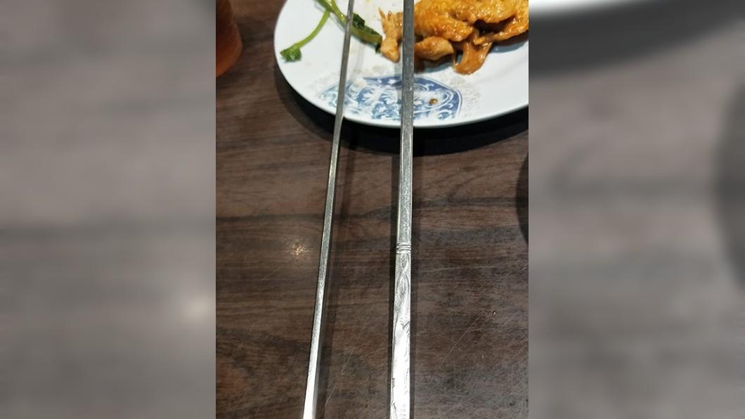 許多人認為韓式扁筷超難用。圖/翻攝自爆廢公社公開版 韓式「扁筷」很難用? 網曝背後優點