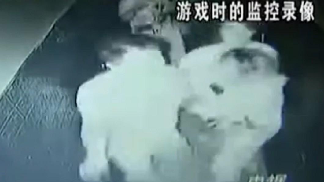小梅一行人在場內狂奔。圖/翻攝自YouTube《 1818黄金眼》頻道