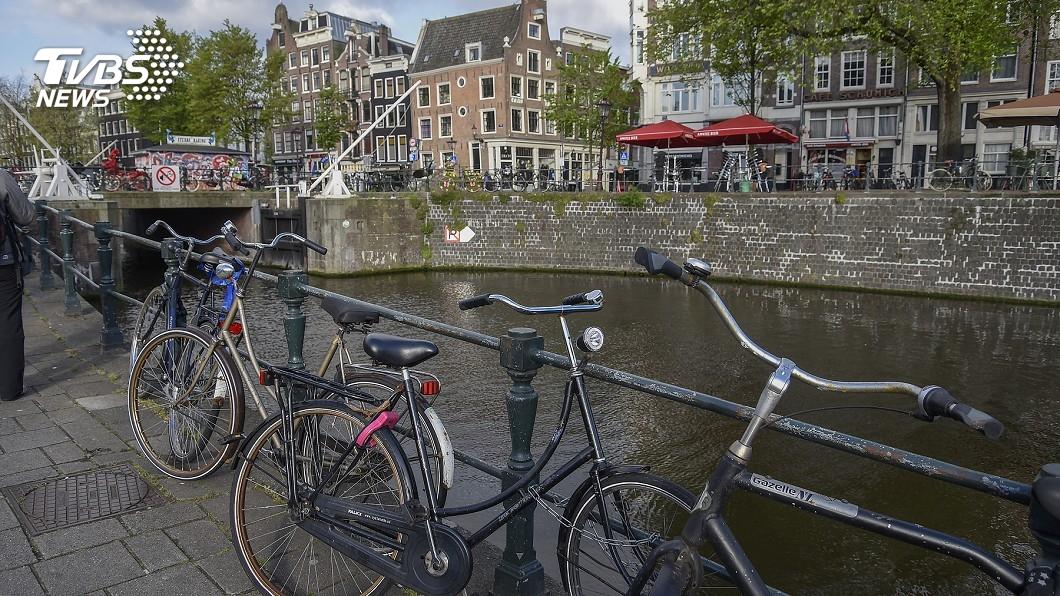 圖/達志影像美聯社 一邊遊船一邊撈垃圾! 荷蘭推「生態旅遊」救運河