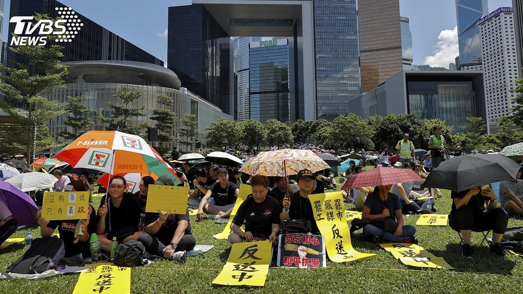 圖/達志影像美聯社 特首譴責極端暴力後 港警強勢驅離天水圍示威者
