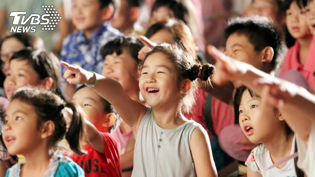 紙風車劇團於桃園蘆竹演出,孩子們看得相當開心。圖/紙風車劇團提供