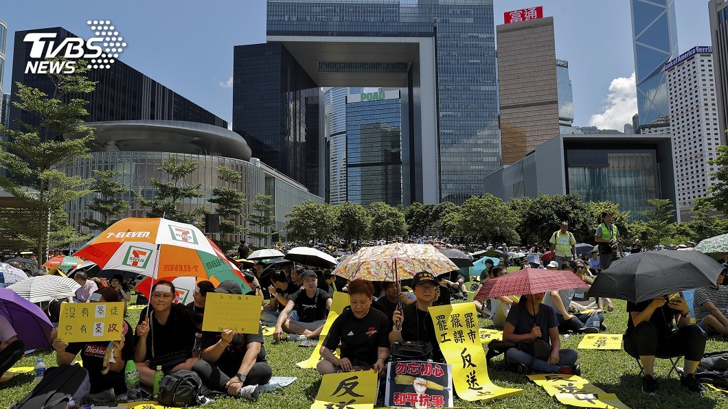圖/達志影像美聯社 「三罷」混亂的一天 港民「癱瘓香港」表不滿