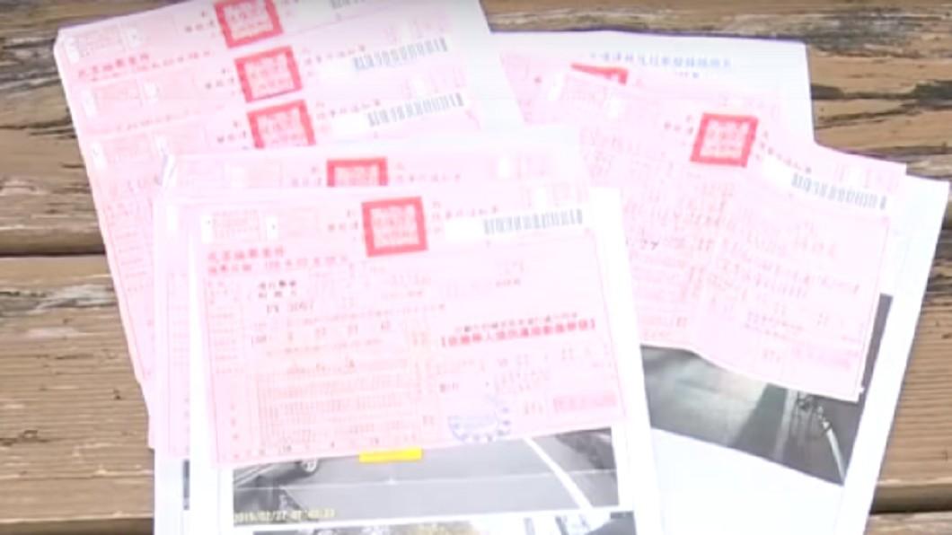 家人的行為令原PO相當傻眼。示意圖/TVBS 弟無照酒駕讓她罰單收不完 無奈嘆:爸媽還叫我繳