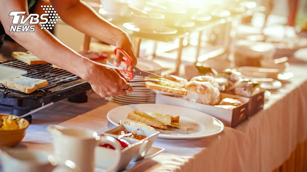 在早餐店上班錯了嗎?示意圖/TVBS 在早餐店上班錯了嗎?她教女兒:不讀書就會像他早起上班