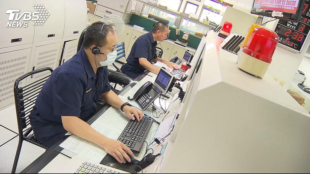 桃園市一名男子在短短12小時內連續撥打117通報案電話,讓員警也凍未條。(示意圖/TVBS) 12小時撥打110達117通 男稱檢舉違規停車警怒了
