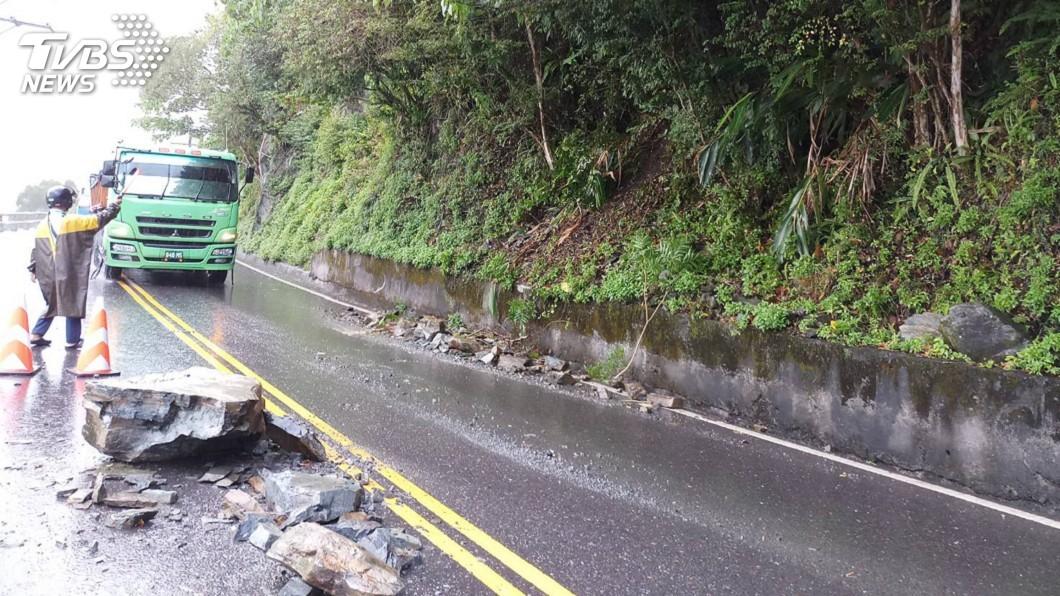 圖/中央社 宜蘭外海規模6強震 蘇花公路零星落石