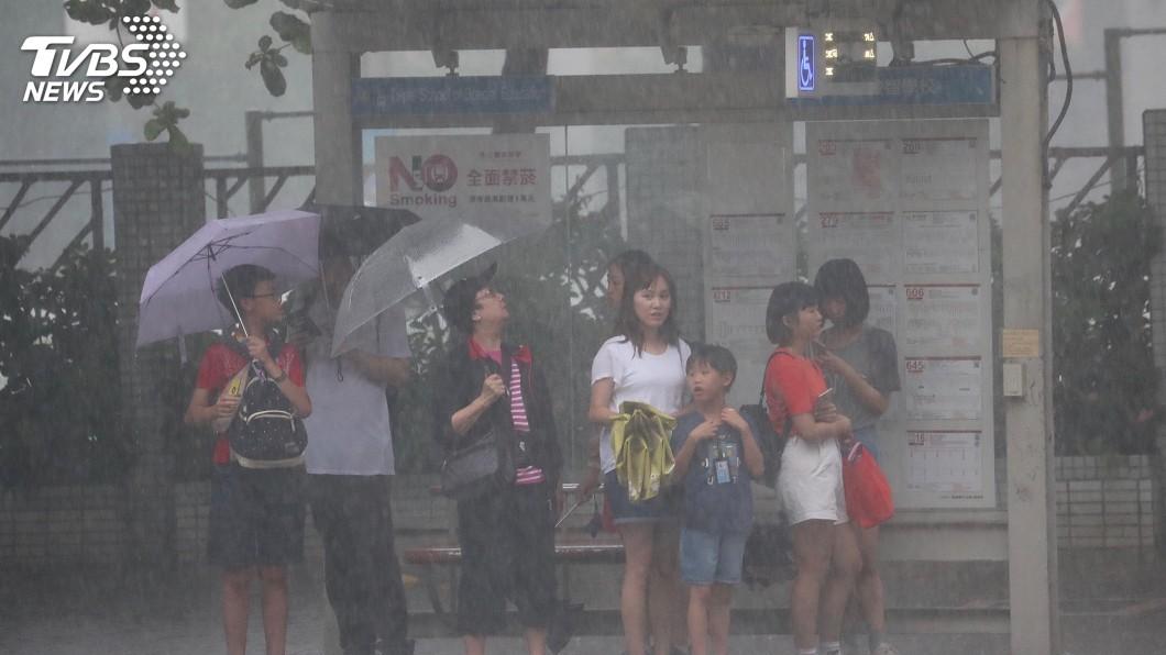 圖/中央社 風雨愈晚愈強!颱風利奇馬持續變胖 漸接近台灣