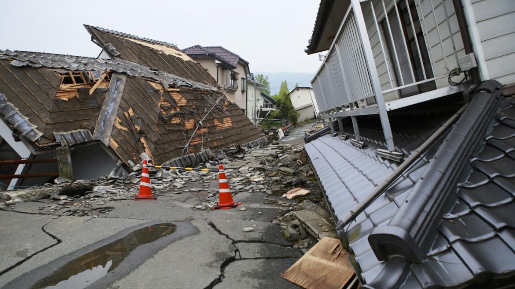 示意圖/TVBS 地震時先開門?專家指「第一時間這樣做」