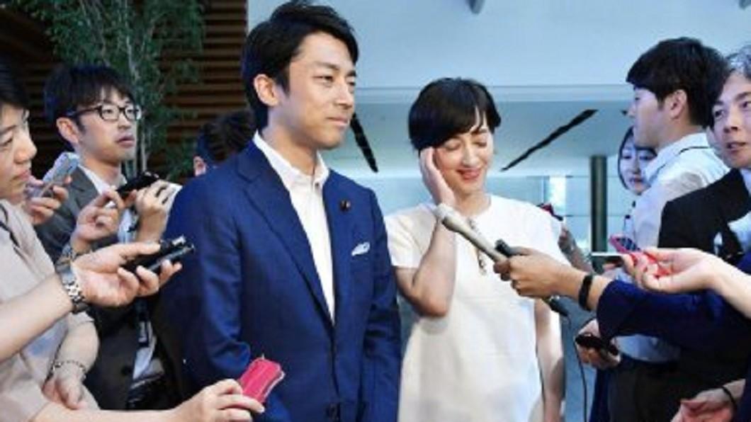 圖/翻攝自日本共同社微博 小泉進次郎宣布閃婚! 迎娶混血美女主播