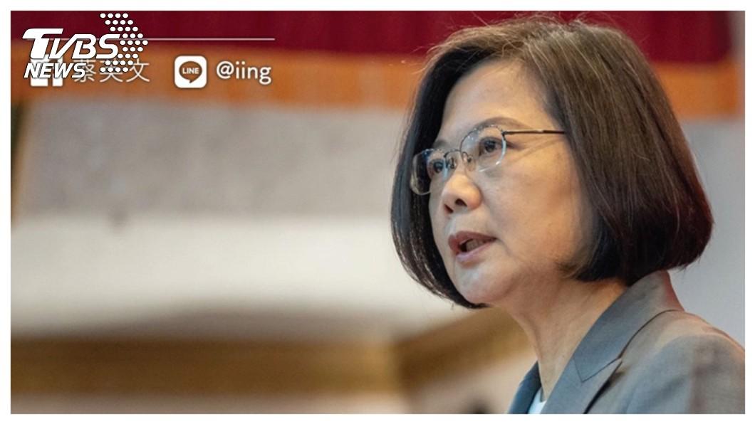 兩岸交流近來急速降溫,香港前特首董建華曾指,台美介入香港反送中,所謂「香港這次暴亂,大部分資金來自蔡英文」。對此陸委會發表聲明「含血噴人」,但蔡總統尚未正面公開澄清。   圖/TVBS 【觀點】急凍的兩岸  蔡政府知道什麼是「苦民所苦」?