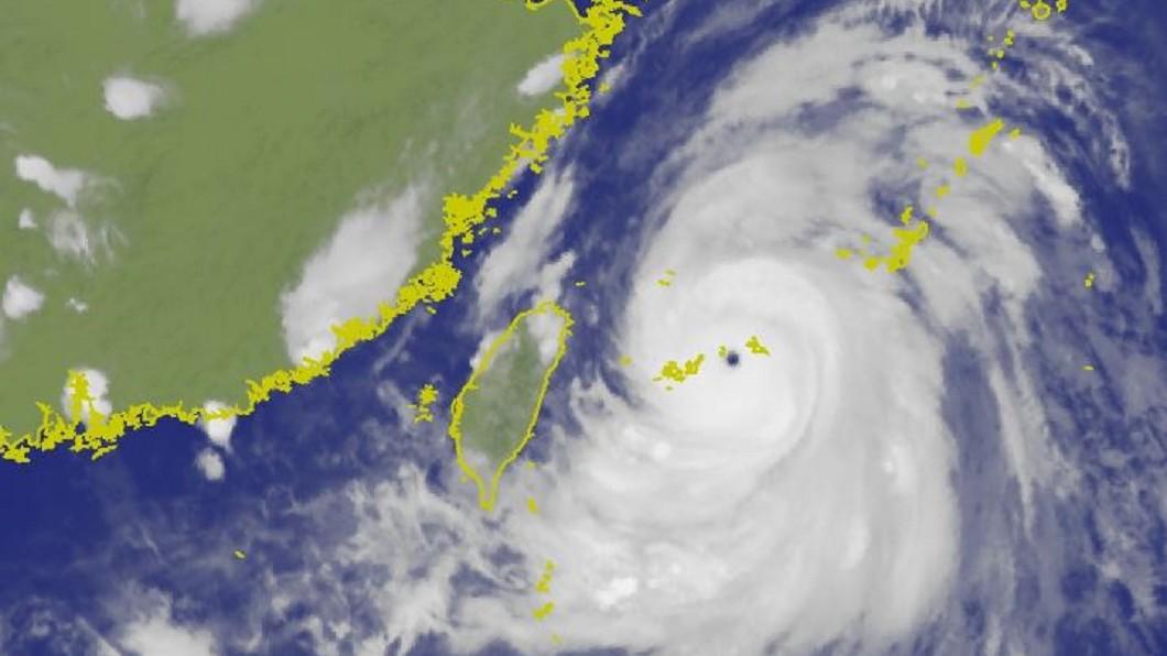 圖/TVBS 颱風利奇馬來勢洶洶 逼近沖繩宮古島