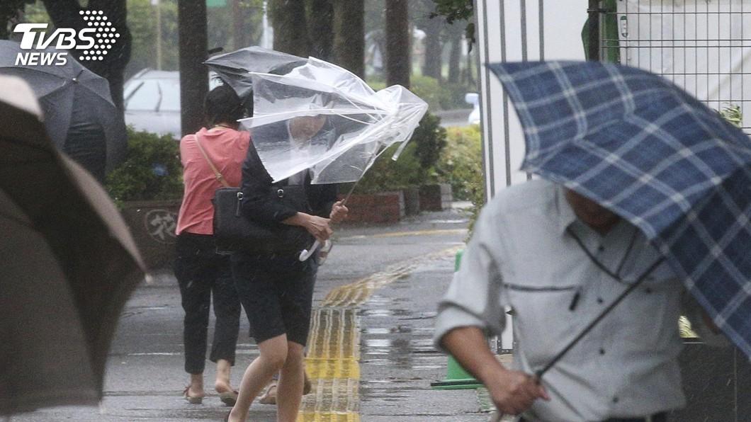 圖/達志影像美聯社 颱風利奇馬襲日 沖繩縣4人受傷、逾萬家戶停電