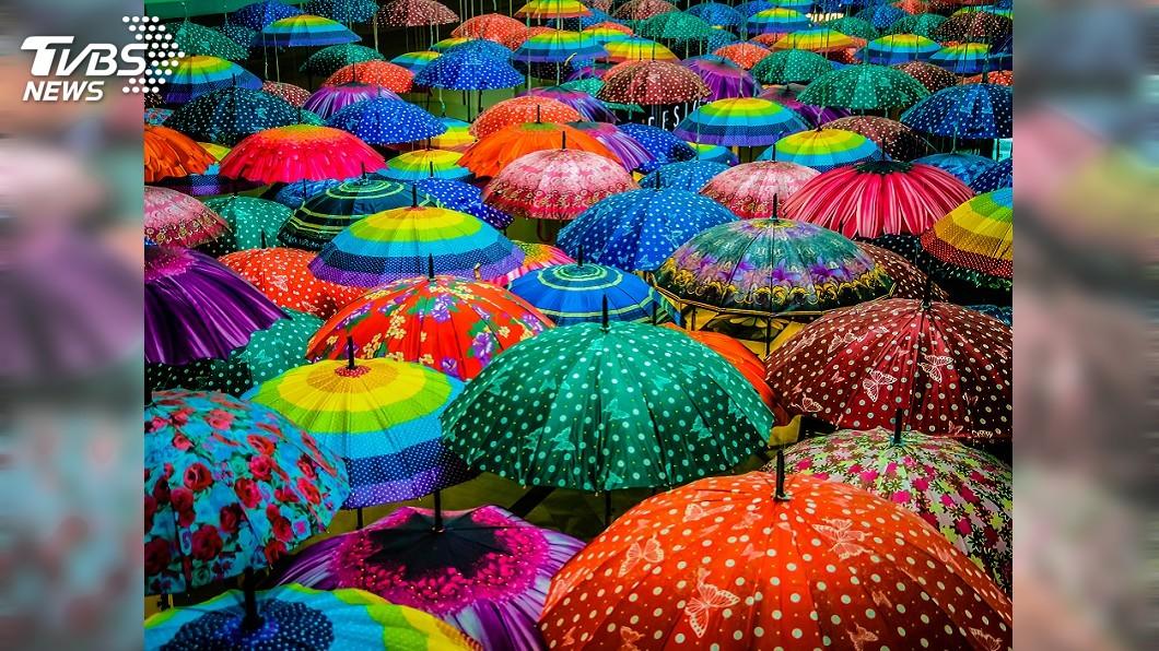 示意圖/TVBS 日本抗陽有好物 斗笠傘、噴霧涼傘上市