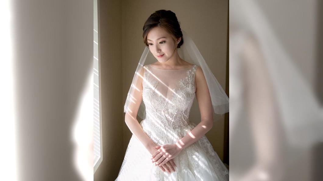 何庭歡臉書長文,配上自己的婚紗照。圖/翻攝何庭歡臉書