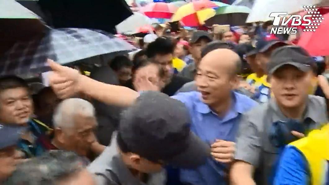 韓國瑜南投拜票,受到民眾熱烈歡迎。圖/TVBS