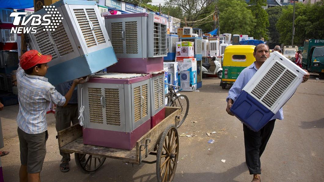 圖/達志影像美聯社 狂!印度千元「稻草冷氣機」一開降10度 賣到缺貨