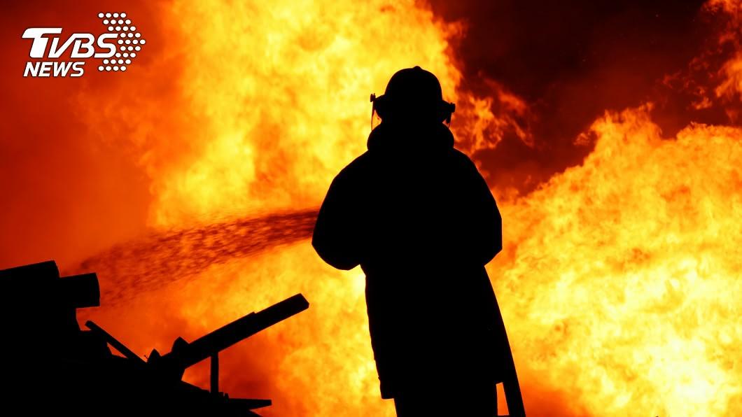 英國大曼徹斯特沃克登(Walkden)曾於2017年發生一起縱火案。圖/TVBS 遭丟汽油彈4子命喪火場 母75%燒傷苦撐20月仍不治