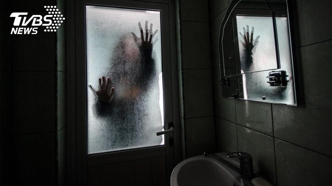 圖/TVBS示意圖 嚇到閃尿!凌晨上廁所驚見「詭影」 警一查揭驚悚真相