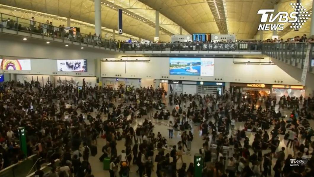 圖/TVBS 香港機場癱瘓 13日8時前暫停亞洲抵港航班降落