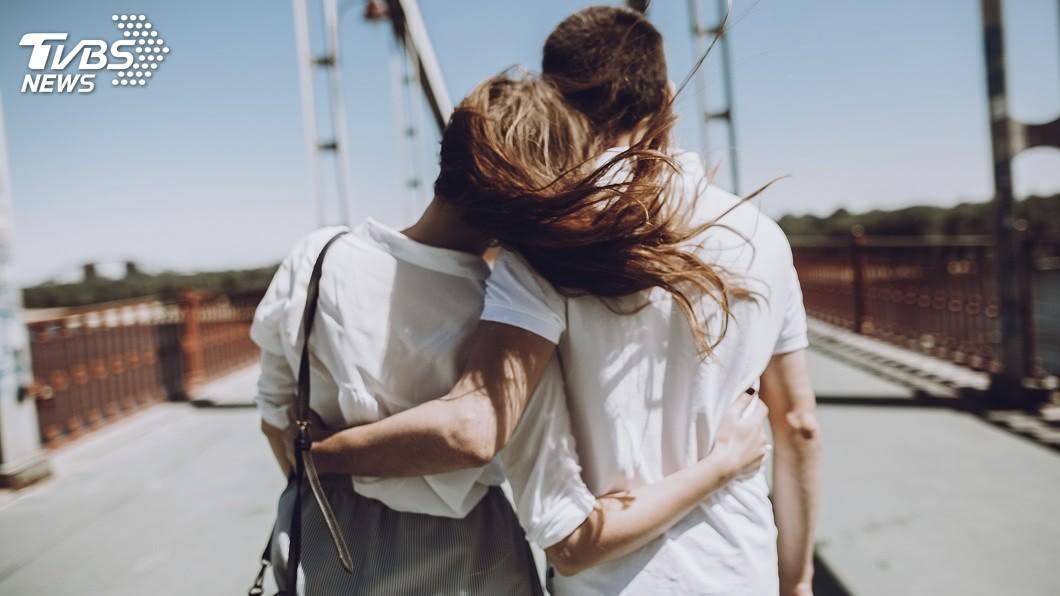 不少情侶或夫妻在一起後,女方常常會問一些問題,讓男方難以招架回答。(示意圖/TVBS) 妻突問超難考題…你婚後遺憾的事是什麼 網友神解讚翻