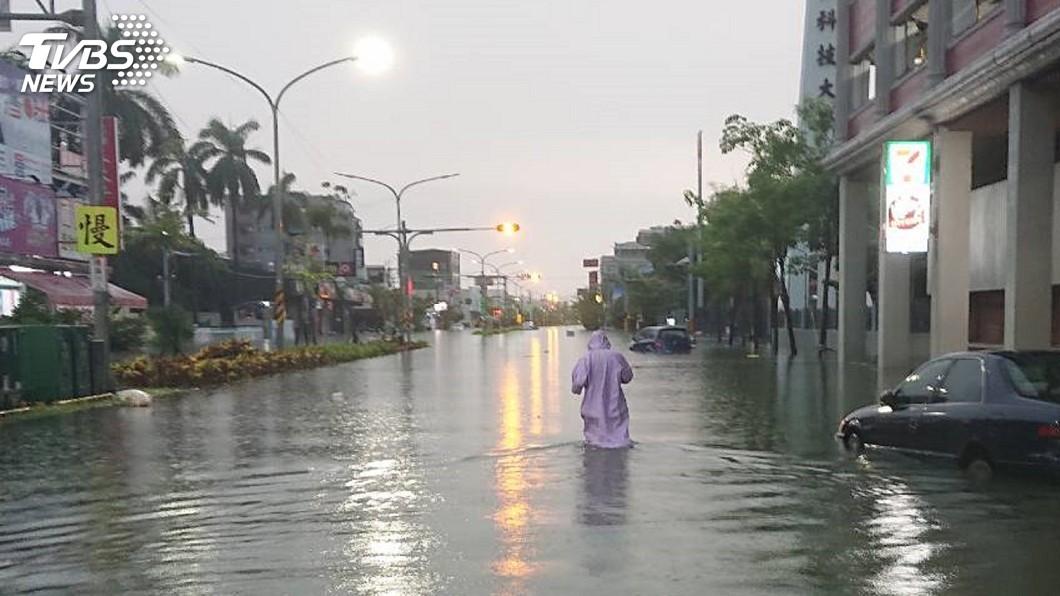 圖/中央社 高雄彰化雲林台南豪大雨 經部發布一級淹水警戒