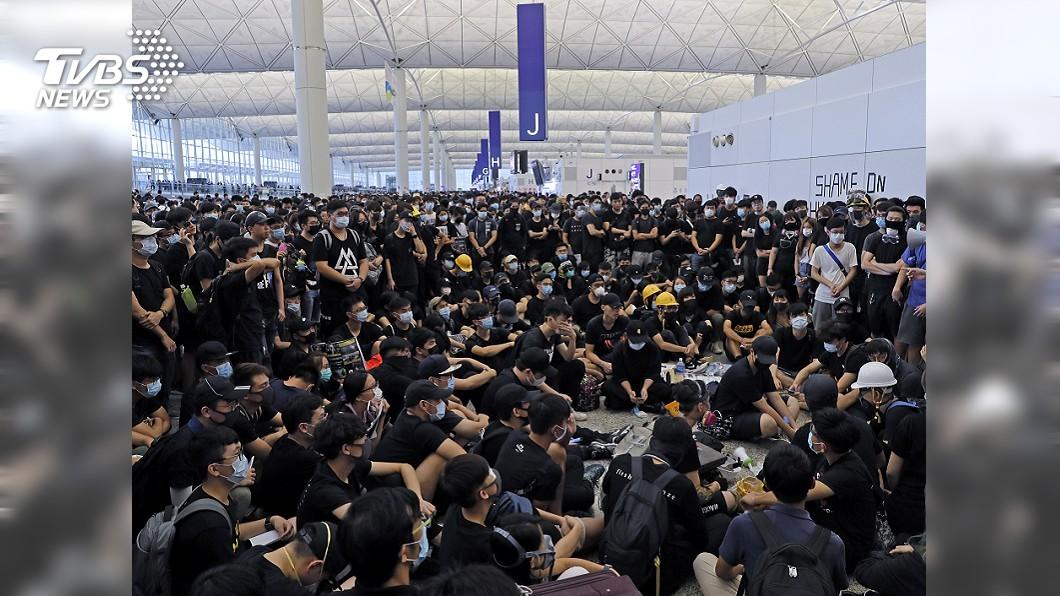 圖/達志影像美聯社 港機場大亂旅客煎熬 CNN:示威者勝利
