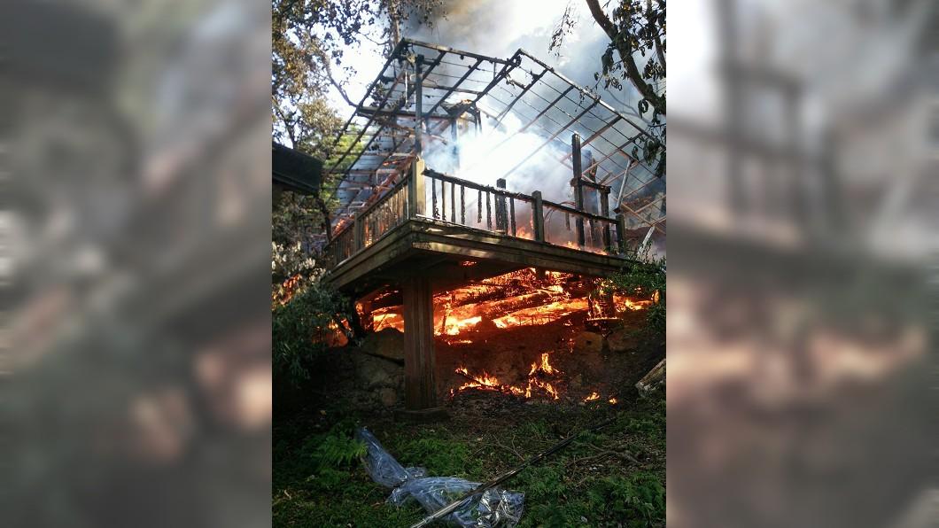 圖/中央社(民眾提供) 優人神鼓北市木屋火警 燃燒面積約200平方公尺