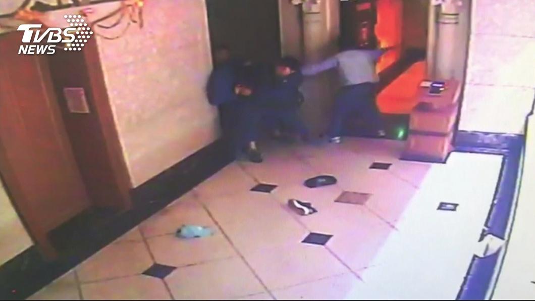 圖/TVBS 父控私闖民宅抓子 警打臉:「他是通緝犯」