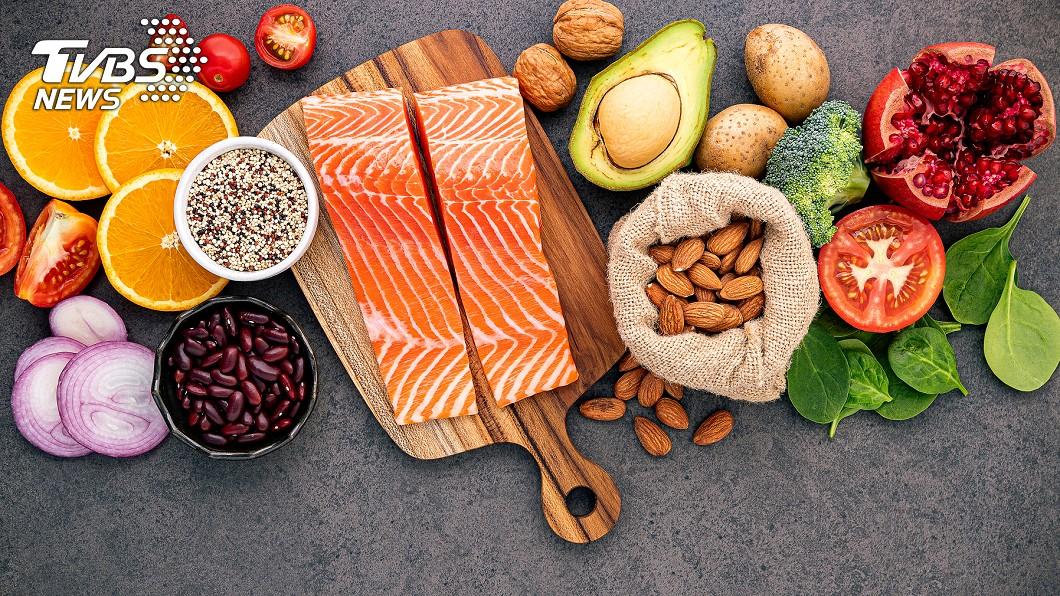 罹患ADHD孩子應多選擇複合型碳水化合物,如:燕麥、地瓜、蔬菜、水果,或是維生素B群、含鎂鋅鐵、 Omega-3脂肪酸的食物。圖/TVBS