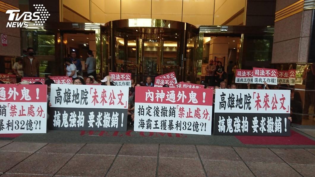 圖/中央社 君鴻酒店法拍履勘一度受阻 兩方口角衝突