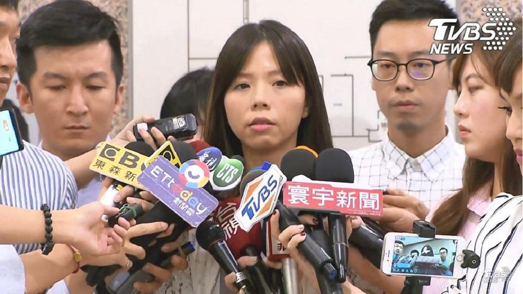 圖/TVBS 「是該放手了!」洪慈庸哽咽宣布退出時代力量