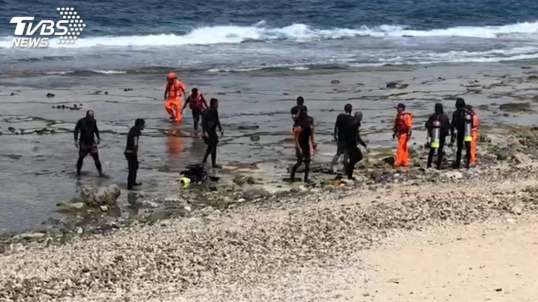 圖/中央社 綠島3潛水客險遭黑潮拉走 海巡即刻救援